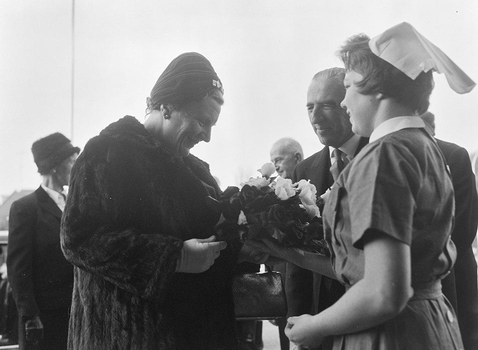 bestand:koningin juliana opent het rode kruis ziekenhuis in den haag