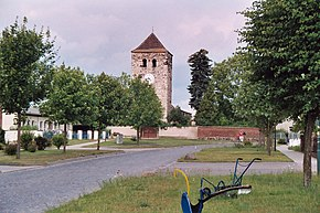 Lübs (Gommern), church ruin I-2 and village green.jpg
