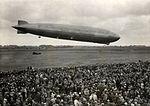LZ 129 Graf Zeppelin op vliegveld Waalhaven bij Rotterdam, 18 juni 1932.jpg