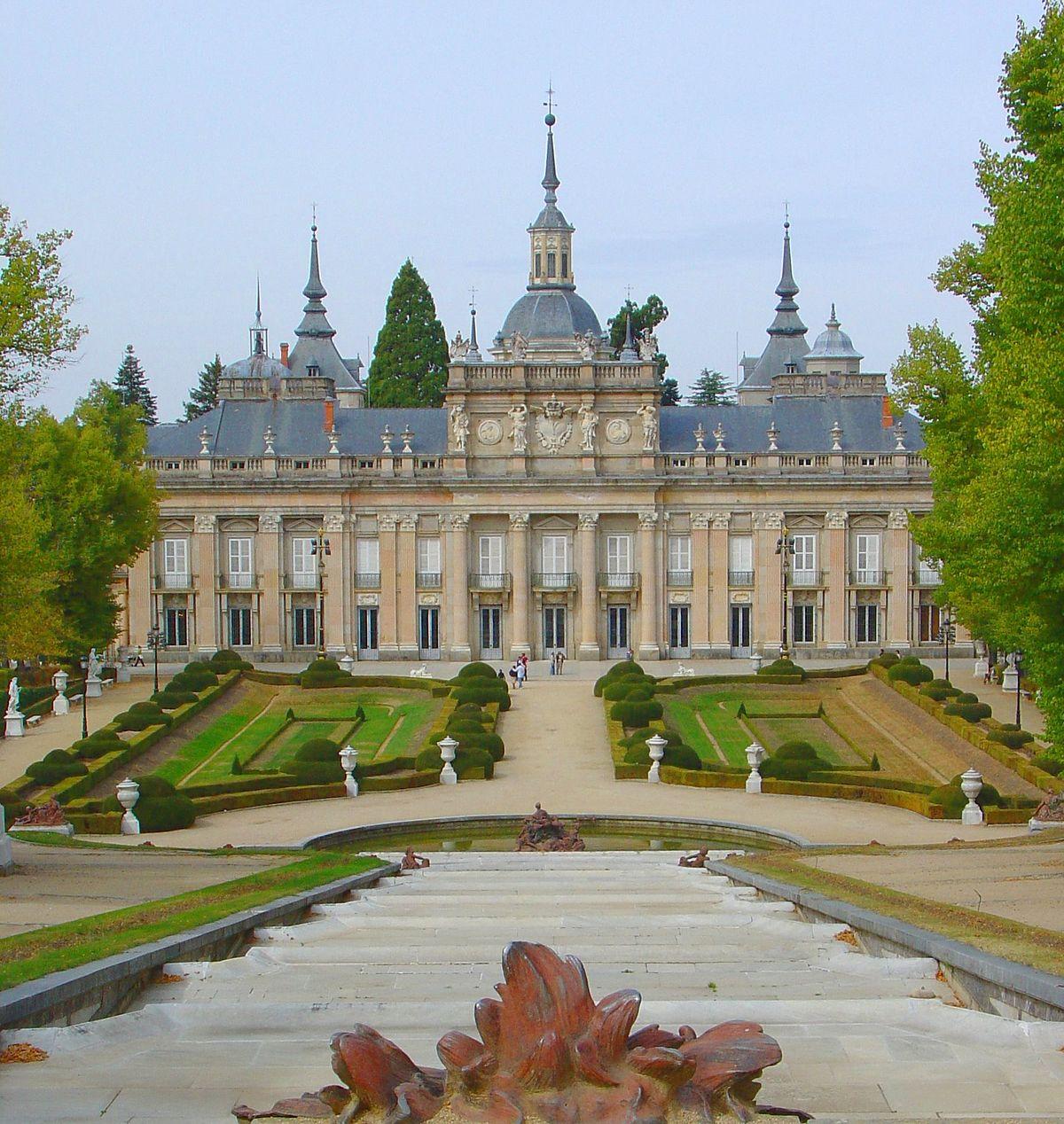 Palacio real de la granja de san ildefonso wikipedia la - Parador de la granja fotos ...