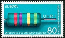 Timbre de couleur bleu turquoise représentant une resistance turquoise également avec des anneaux rouges, violet, jaune et vert clair. La loi U=R.I figure au dessus du fil de la résistance. Mentions en majuscules blanches: Deutsche Bundespost le long du bord droit, en haut à gauche Europa, en bas à droie Entdeckung des ohmschen Gesetzes, valeur faciale de 80 Pfennings en bas à gauche.