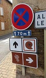 Lachassagne - Panneaux itinéraires touristiques (sept 2018).jpg
