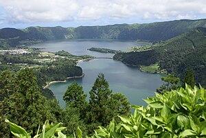 Português: Lagoa das Sete Cidades, Miradouro d...