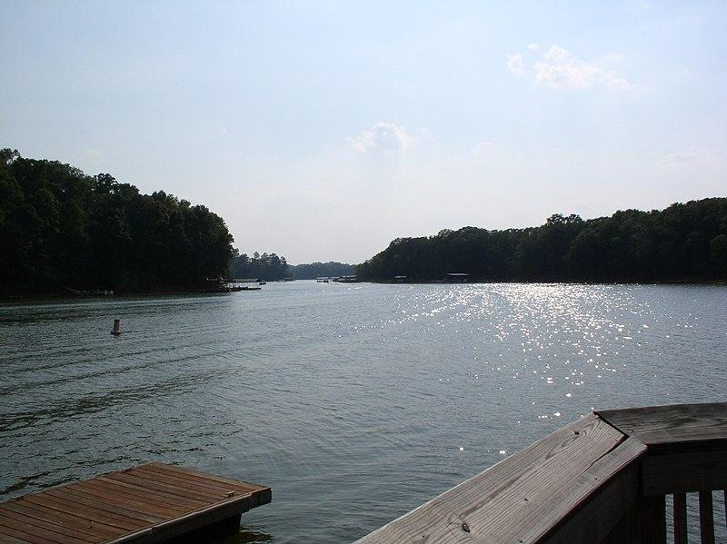 File:Lake Hartwell.jpg
