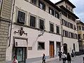 Largo bargellini 2, palazzo con stemma mediceo 01.JPG
