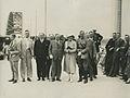 Leden van het Uitvoerend comite en enige journalisten op de Waalbrug op de derde – F40760 – KNBLO.jpg