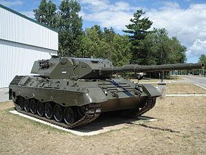 Danish Division - Image: Leopard tank cfb borden