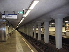 Leuvehaven metro station