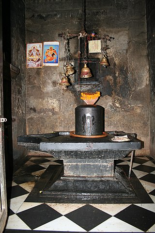 Lingam, Neelkanth temple, Alwar district.jpg