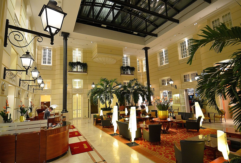 plik lobby hotel polonia warszawa jpg wikipedia wolna encyklopedia. Black Bedroom Furniture Sets. Home Design Ideas