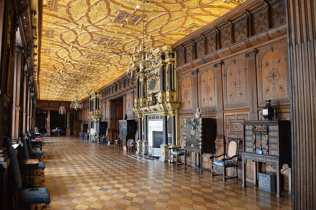 File:Long gallery, Hatfield House-19670646391.jpg ...