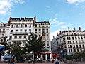 Lyon 2e - Place Bellecour, bureaux incendiés de Pizza Pino en 2018.jpg