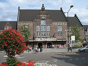 Hasselt – Maastricht tramway - Image: Maastricht Station R01