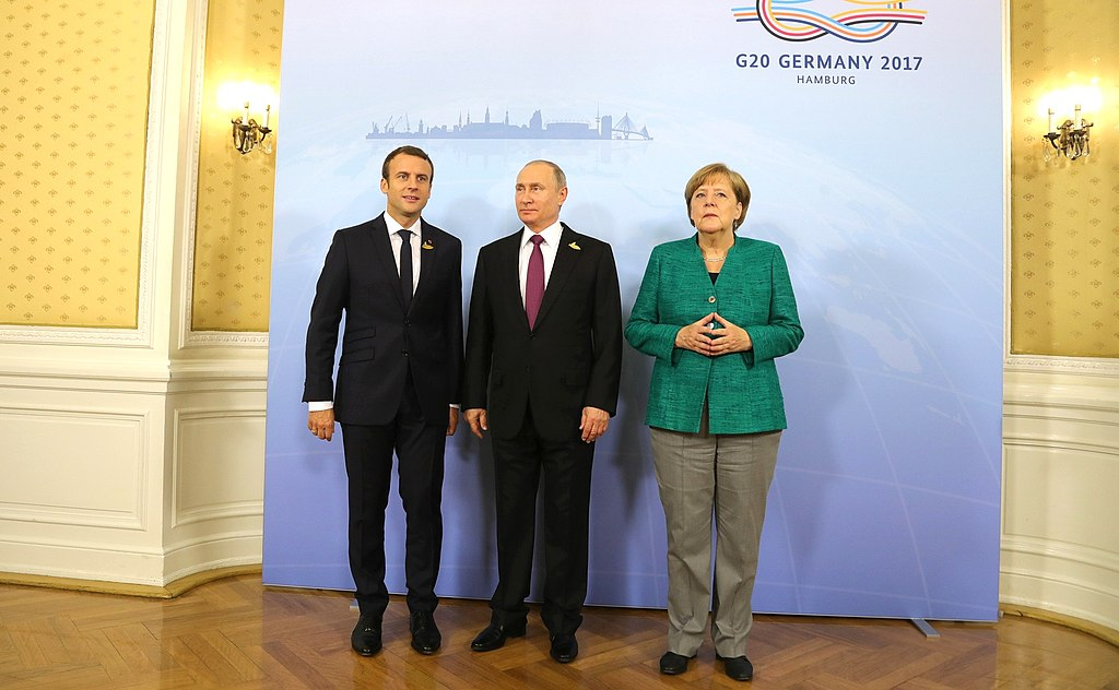Macron, Putin, Merkel (2017-07-08) 01.jpg