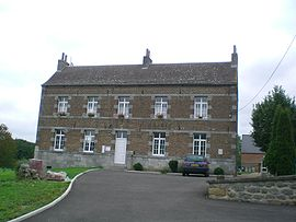 The town hall in Damousies