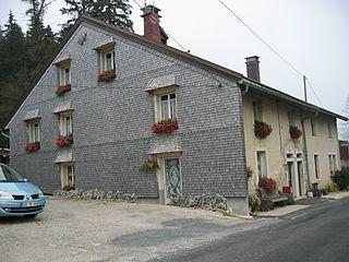 Maison typique du Jura 4.jpg