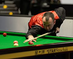 Photograph of tournament winner, Mark Williams aboot tae play a shot.