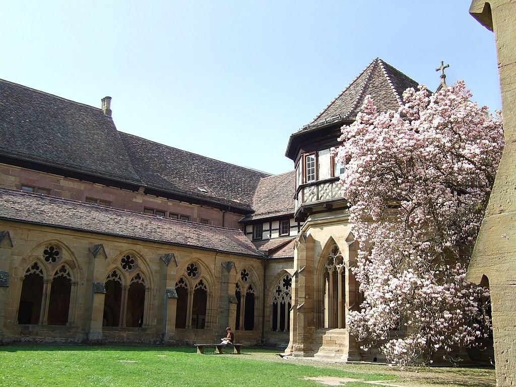 Kreuzgang und Brunnenhaus im Weltkulturerbe Kloster Maulbronn