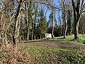 Mausolée de Georges Girerd au loin (Belley).jpg