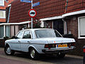 Mercedes-Benz 220 D (10066200053).jpg