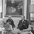 Mevrouw Vijaya Lakshmi Pandit en minister president Cals in gesprek, Bestanddeelnr 918-4416.jpg