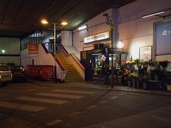 Mill Hill Broadway stn main entrance.JPG