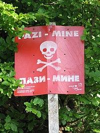 Minefield sign (3886691367).jpg