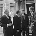 Ministers beedigd op Paleis Soestdijk v.l.n.r. Smallenbroek, Cals, Diepenhorst,, Bestanddeelnr 917-6514.jpg