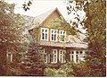 Modrzewiowy dom projektu S. Mielnickiego.jpg