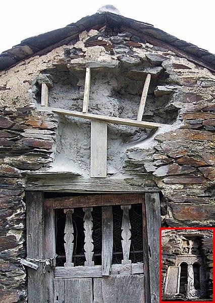 File:Montes de Valdueza - Ermita de Santa Cruz 1bis.jpg