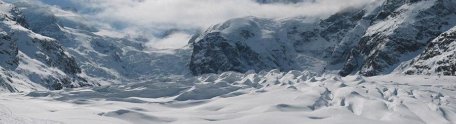 Panorama do Glaciar Morteratsch, no alpes.