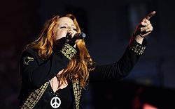 Noemi onstage in Rome 2009.jpg