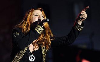Noemi (singer) - Image: Noemi onstage in Rome 2009