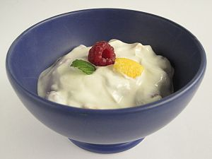 Yogurt - Image: Obstjoghurt 01
