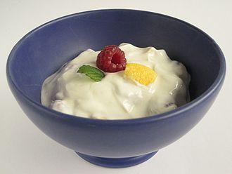 Yogurt - Image: Obstjoghurt 01