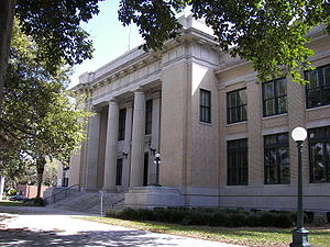 Old Lee County Courthouse - Image: Old Lee County Courthouse 2