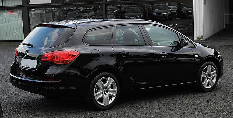 https://upload.wikimedia.org/wikipedia/commons/thumb/7/77/Opel_Astra_Sports_Tourer_1.6_Design_Edition_(J)_%E2%80%93_Heckansicht,_24._Juni_2011,_Velbert.jpg/800px-Opel_Astra_Sports_Tourer_1.6_Design_Edition_(J)_%E2%80%93_Heckansicht,_24._Juni_2011,_Velbert.jpg