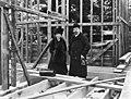 Oscar Schetelig vaimonsa kanssa huvila Bergbackan rakennustyömaalla Vuosaaressa - N191063 - hkm.HKMS000005-000006dg.jpg