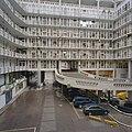 Overzicht binnenhof met galerijen en interne verkeersweg - Rotterdam - 20357478 - RCE.jpg
