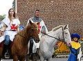 Péronne (13 septembre 2009) cavaliers devant château 16.jpg