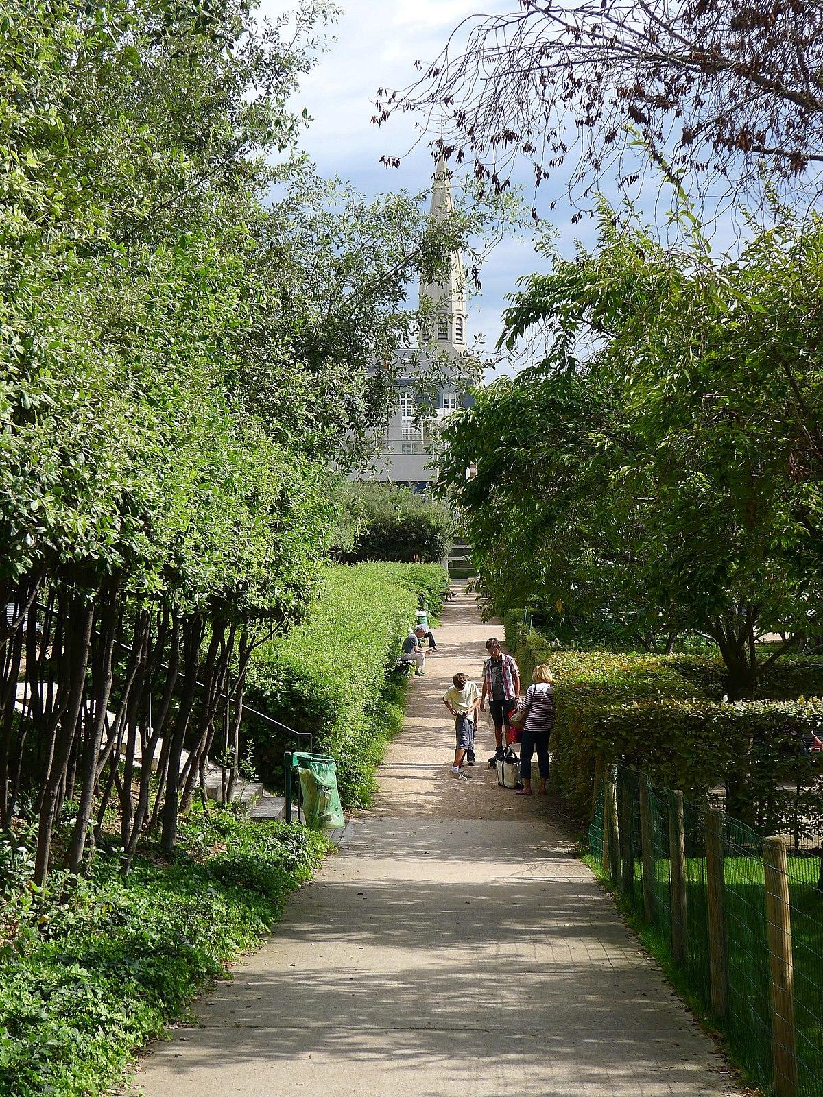 Square nicole de hauteclocque wikip dia for Jardin 77