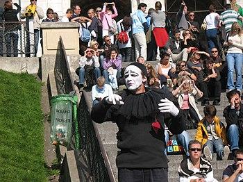 English: Parisian mime working for tips entert...