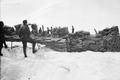 Patrouille auf den Trümmern der zerstörten Theodulhütte - CH-BAR - 3236972.tif