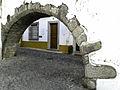 Pequena arcada do Aqueduto da Água da Prata entre a Rua do Cano e o Largo do Chão das Covas.jpg