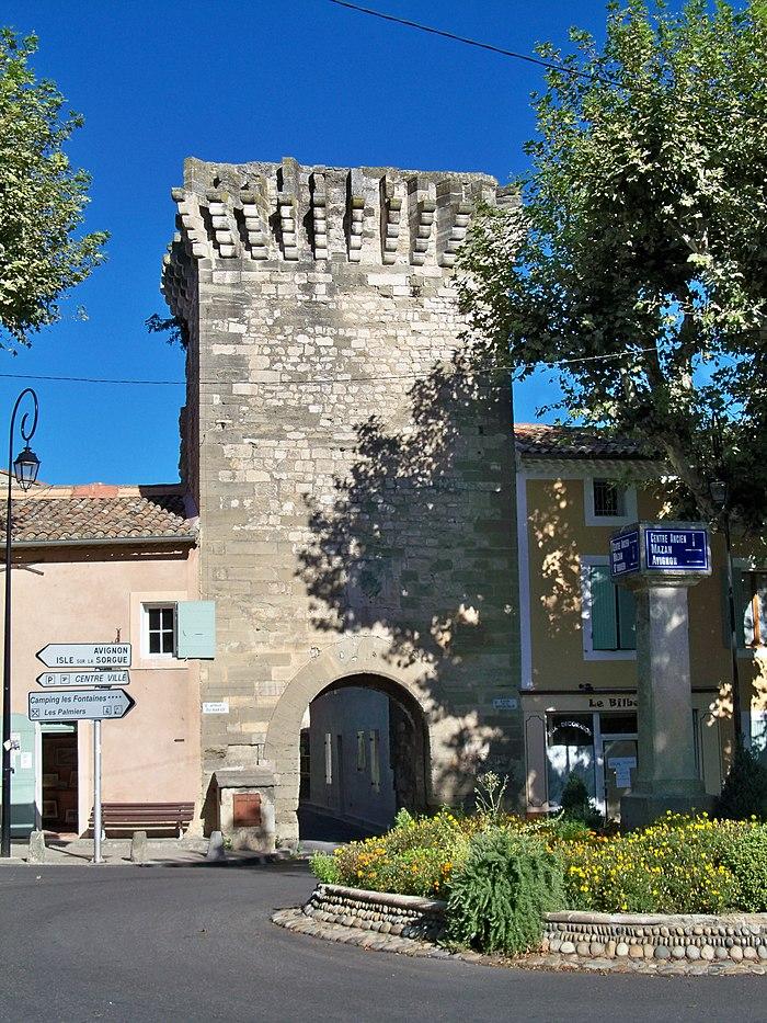 Porte saint gilles monument historique pernes les fontaines myopenweek - Porte saint dominique avignon ...