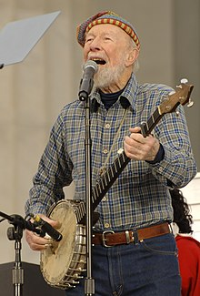 Pete Seeger sings (cropped).JPG