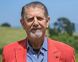 Peter Coyote at Durell Vineyard, Sonoma, April 2019.jpg