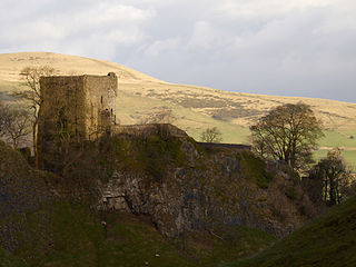 Peveril Castle A ruined 11th-century castle overlooking the village of Castleton in Derbyshire
