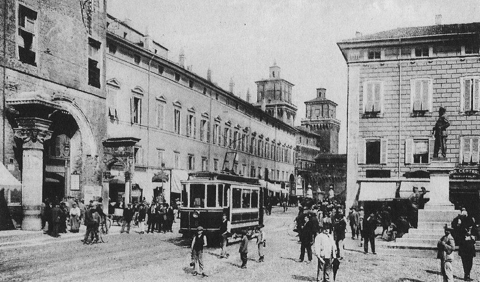 Piazza cattedrale monumento Vittorio Emanuele II Ferrara inizio 1900