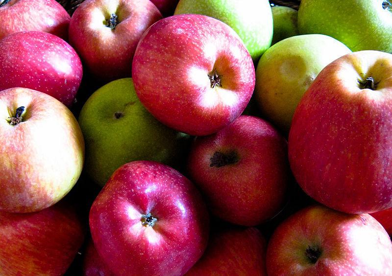 תפוחים צבעוניים